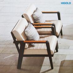 emoti-ekskluzywny-zestaw-wypoczynkowy-meble-ogrodowe-z-aluminium-dwa-fotele-wypoczynkowe-z-aluminium-z-podlokietnikami-z-drewna-tekowego Best Outdoor Furniture, Outdoor Chairs, Outdoor Decor, Sofa, Home Decor, Settee, Decoration Home, Room Decor, Garden Chairs