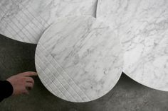GROOVE   Alain Gilles - side tables and sofa tables - lines - stripes - marble - wood - prototype