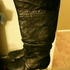 """STEVE MADDEN """"cadence"""" black leather boots! Pre loved steve madden booties. Leather is in great condition no nicks or scratches. Some creasing around the toe. No smell :) comes with box Steve Madden Shoes Winter & Rain Boots"""