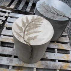 I love these concrete end tables. Table Beton, Concrete Table, Concrete Furniture, Concrete Wood, Concrete Design, Concrete Garden, Concrete Countertops, Wood Table, Diy Furniture