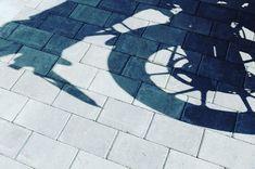 Belegningsstein Torg! En enkel, rett og slett variant! En moderne klassiker. ⭐️⭐️⭐️⭐️⭐️ -  #aaltvedtstein #belegningsstein #torg #aaltvedt #steinlegging #belegningstein #hagelivoguterom #hagenmin #oppkjørsel #innkjørsel #innbydende #terrasse #hagen #brostein Contemporary, Manga, Rugs, Patio, Instagram, Decor, Modern, Stone, Farmhouse Rugs