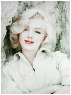 Sweet picture of her.These are the type of pictures I love of marilyn- sweet and simply beautiful!