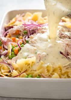 Pouring creamy sauce over pasta, chicken and vegetables Baked Vegetables, Chicken And Vegetables, Creamy Pasta Bake, Creamy Sauce, How To Cook Pasta, How To Cook Chicken, Vegetable Pasta Bake, Pasta Recipes, Cooking Recipes
