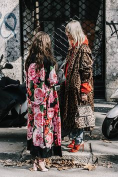 See florals don't have to stick to summer! Autumn Winter Street Style.