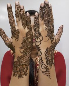Explore Best Mehendi Designs and share with your friends. It's simple Mehendi Designs which can be easy to use. Find more Mehndi Designs , Simple Mehendi Designs, Pakistani Mehendi Designs, Arabic Mehendi Designs here. Mehndi Designs Front Hand, Khafif Mehndi Design, Latest Arabic Mehndi Designs, Floral Henna Designs, Latest Bridal Mehndi Designs, Henna Art Designs, Modern Mehndi Designs, Mehndi Designs For Girls, Mehndi Design Photos