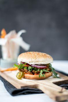 Falafel Burger - worry about it later Falafel Burgers, Salmon Burgers, Vegan, Kraut, Hamburger, Sandwiches, Beef, Ethnic Recipes, Board