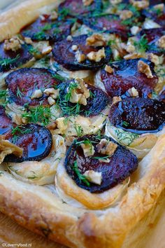 beetroot tart with goat cheese 1 Healthy Cooking, Cooking Recipes, What's Cooking, My Favorite Food, Favorite Recipes, Vegan Fish, Healthy Recepies, Savoury Baking, Different Recipes