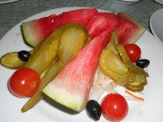 Pepene verde pus la murat - O reteta care a trecut testul timpului - BZI. Watermelon, Stuffed Peppers, Fruit, Vegetables, Food, Salads, Green, Canning, Stuffed Sweet Peppers