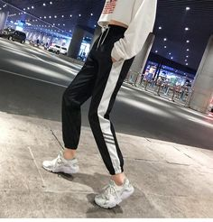 Hip hop Style as well as having the Latest Developments in Fashion and Footwear Hip Hop Fashion, Fashion Pants, Urban Fashion, Fashion Outfits, Mens Fashion, Hipster Outfits, Casual Outfits, Jogging Outfit Women, Jogger Pants Outfit