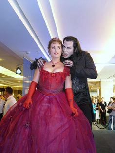 Kevin Tarte as Graf Von Krolock and Anne Hoth as Sarah (tanz der vampire)