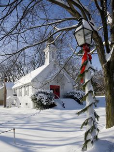 Country Church at Christmas Time. It's my dream to get married at christmas time in a church like this. Old Country Churches, Old Churches, Abandoned Churches, Christmas Scenes, Christmas Time, Merry Christmas, Christmas Things, Christmas Christmas, Christmas Photos