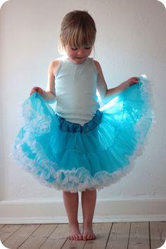 LaRaLiL: DIY - pettiskirt Diy Tutu, Tulle Tutu, Sewing For Kids, Flower Girl Dresses, Wedding Dresses, Skirts, Inspiration, Clothes, Tutorials