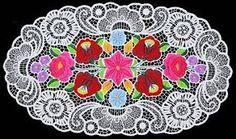 """Képtalálat a következőre: """"kalocsai richelieu himzett teritők"""" Hungarian Embroidery, Folk Embroidery, Learn Embroidery, Embroidery Stitches, Embroidery Patterns, Crazy Patchwork, Butterfly Embroidery, Point Lace, Embroidery Techniques"""