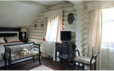 White wood painted house with a modern interior Rustic Wood Shelving, Rustic Wood Floors, Wood Shelves, Natural Wood Kitchen Cabinets, Wood Floor Kitchen, Villa Rosa, House Painting, Painting On Wood, Wood Table Texture
