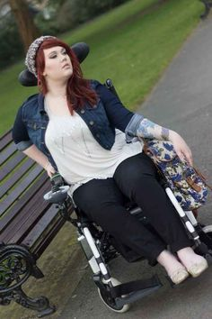 24 tips all girls, and wemon in wheelchairs should know. Long tops and high waists are a blessing. Because you are sitting down you look shorter. Longer shirts and high-waisted jeans can help correct that.