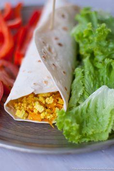 Tofu strapazzato alla curcuma e verdure