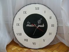The Music Pub clock – ceas personalizat