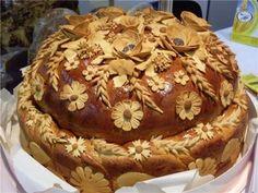 Ukrainian Easter Bread Recipe, Ukrainian Recipes, Russian Recipes, Festive Bread, Cypriot Food, Bread Shaping, Bread Art, Braided Bread, Best Party Food