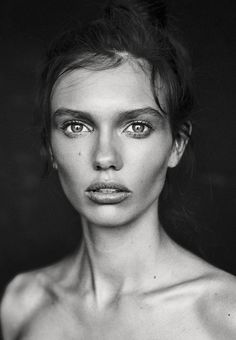Black and White Portrait Photography: Expert Advice That Helps You Succeed – Black and White Photography Beauty Portrait, Female Portrait, Black And White Portraits, Black And White Photography, Foto Face, The Beauty Department, Portrait Inspiration, Character Inspiration, Interesting Faces