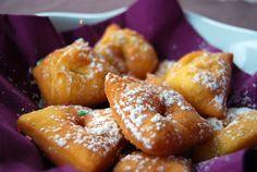 <p>Les Merveilles sont un grand classique en matière de beignets sucrés</p>