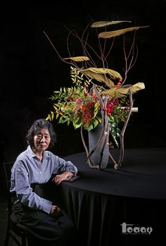 Ikebana, the oriental flower arrangement I've been thinking about lately … – World of Flowers Modern Floral Arrangements, Flower Arrangement Designs, Ikebana Flower Arrangement, Church Flower Arrangements, Ikebana Arrangements, Beautiful Flower Arrangements, Flower Designs, Deco Floral, Arte Floral