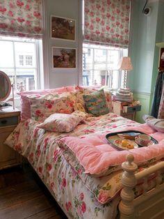 Cath Kidston Bedroom, Cath Kidston Home, Shabby Chic, Shabby Home, Cozy Bedroom, Bedroom Decor, Bedroom Ideas, Bedroom Retreat, Girls Bedroom