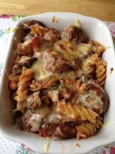 Slimming World recipes: Meatball pasta bake - My version would be 1 syn as I would use one teaspoon of oil as I do not use Fry light = 2 Syns recipe serves 1 syn per person) Slimming World Pasta Bake, Slimming World Dinners, Slimming World Diet, Slimming Eats, Slimming World Recipes, Meatball Pasta Bake, Bacon Pasta, Healthy Eating Recipes, Cooking Recipes