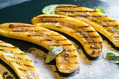 Dessert: Grilled Bananas with Orange Crème Anglaise - Discover Ways to Wellness Dessert Barbecue, Bbq Desserts, Grilled Desserts, Grilled Fruit, Banana Foster Recipe, Grilled Bananas, Le Boudin, Brisket, Frozen Yogurt