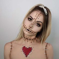 Are you looking for ideas for your Halloween make-up? Browse around this website for creepy Halloween makeup looks. Beautiful Halloween Makeup, Creepy Halloween Makeup, Halloween Clown, Halloween Looks, Halloween 2018, Funny Halloween, Trendy Halloween, Halloween Party, Halloween Costumes Women Scary