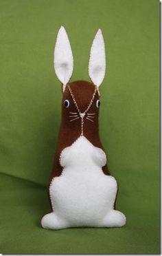 Aprenda um passo-a-passo para fazer um coelho de feltro que deixará a cesta de páscoa uma graça. É fácil e rápido, aproveite a dica.