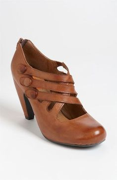 Curvy cuts and covered buttons charm a round-toe pump with vintage appeal