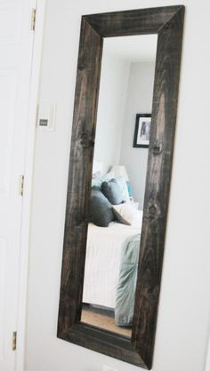 Great idea to update a cheap full length mirror. I want to do this to mine in the bathroom, but I want to paint it black instead. Home Projects, Home Crafts, Diy Home Decor, Wooden Projects, Do It Yourself Furniture, Diy Furniture, Diy Mirror, Wood Mirror, Pallet Mirror