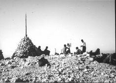 Bergsteiger. Bergsteigergruppe bei der Rast auf dem Gipfel des Manhart (Mangart) in den Julischen Alpen. Foto. Aufnahme 28.-29.6.1931.