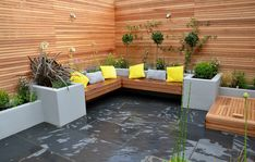 modern-garden-design-raised-plaster-beds-hardwood-screen-trellis-fence-bespoke-storage-stockwell-west-norwood-tulse-hill.jpg 3,594×2,284 pixels