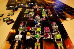 """""""Galaxy Trucker"""" - Vlaada Chvatil.  Baue dein Raumschiff, bestreite Missionen, sorge dafür, dass Dein Schiff nicht auseinander fliegt und rette Dich irgendwie ins Ziel  um deine Fracht zu verkaufen. Bei Galaxy Trucker macht es sogar Spaß dabei zuzuschauen wie das eigene Raumschiff nach und nach von Meteoriten und Piraten auseinander genommen wird. Absolut empfehlenswert! 5/5 Sterne"""
