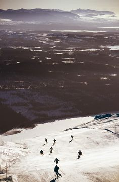 Åre offers worldclass skiing with 110 slopes and 42 lifts. The longest slope is 6,5 km.  There are also a number of snow parks with jumps and boxes. Photo by Melker Dahlstrand