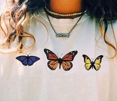 Butterfly inspired patch illustration design inspiration for custom jean jacket design idea Lange T-shirts, Looks Style, My Style, Granola Girl, Estilo Hippie, Piercing, Tumblr Outfits, Grunge, Aesthetic Clothes