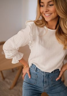 Formal Tops For Women, Autumn Blouses, Style Parisienne, Cozy Fashion, Business Casual Outfits, Blouse Outfit, Parisian Style, Everyday Outfits, Autumn Winter Fashion