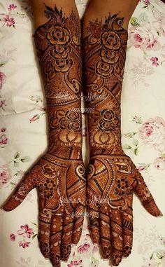 one of the 20 best mehandi designs Mehndi Desing, Indian Mehndi Designs, Henna Designs Easy, Latest Mehndi Designs, Henna Tattoo Designs, Bridal Mehndi Designs, Mehndi Art, Bridal Henna, Heena Design