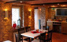 Restaurant Steinwand mit Beleuchtung Cal y Canto
