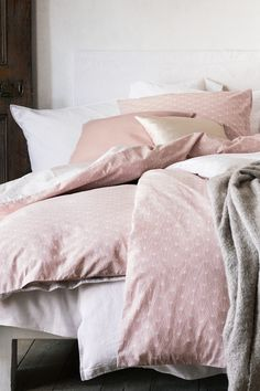 Sleep lika a baby in fresh bed linen in powdery hues, made of the softest cotton. | H&M Home