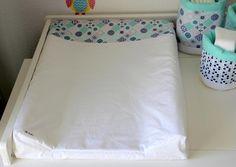 Housse pour matelas à langer en coton | Etsy Mattress, Bed Pillows, Pillow Cases, Etsy, Furniture, Home Decor, Changing Pad, Tour De Lit, Nursery