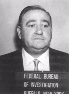 """Peter Magaddino, primo hermano del jefe de la mafia de Búfalo, Stefano """"The Undertaker"""" Magaddino. Durante la guerra de """"bananas"""", apoyó a su amigo Joseph Bonanno para enfrentar a la facción contraria, los Di Gregorio."""