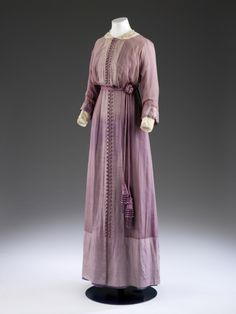 Dress by Mascotte, c. 1912. © Victoria and Albert Museum, London. See: http://collections.vam.ac.uk/item/O142309/dress-mascotte/