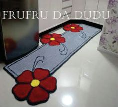 Tapete  Frufru para Cozinha Flor Diy And Crafts, Arts And Crafts, Punch, Gifts, Inspiration, Home Decor, Fru Fru, Diy Rugs, Rag Rugs