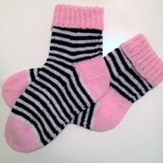 Knitting Socks, Fashion, Socks, Stockings, Tricot, Cast On Knitting, Knit Socks, Moda, Fashion Styles