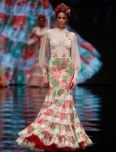 "[gallery link=""none"" size=""full"" Flamenco Costume, Flamenco Dresses, Cowgirl Style Outfits, Tall Girl Fashion, Plus Size Fashionista, Spanish Fashion, Cute Skirts, Historical Clothing, Dance Outfits"