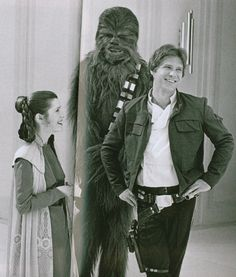 Carrie Fisher, Peter Mayhew and Harrison Ford Star Wars Film, Star Wars Cast, Harrison Ford, Images Star Wars, Star Wars Pictures, Indiana Jones, Princesa Leia, Han And Leia, Star War 3