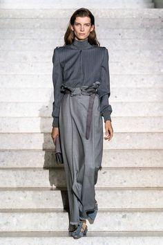 Max Mara Resort 2020 Fashion Show - Vogue 80s Fashion, Fashion Week, Fashion 2020, Look Fashion, Runway Fashion, High Fashion, Winter Fashion, Fashion Show, Womens Fashion