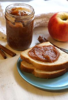 Homemade apple butter recipe, complete with step-by step instructions. Apple butter spiced with cinnamon, cloves, allspice, and lemon. Great on toast! Sugar Free Recipes, Apple Recipes, Clean Recipes, Fall Recipes, Healthy Recipes, Canning Recipes, Crockpot Recipes, Chutney, Homemade Apple Butter